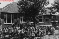 DitiseenfotovandeschoolgestuurdaanmeesterBoltevanJannekeReinienGerdaWessels(Large)