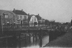 7_De_draaibrug_die_werd_vervangen_in_1929_door_een_ophaalbrug_(Large)