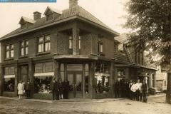 1-Opening_van_de_winkel_in_1920_(oprichters_zijn_Johanus_en_Grietje_Klinkhamer_[1024x768]