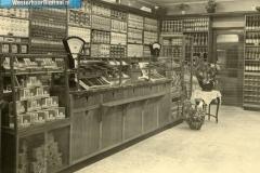 6-Opening_van_de_winkel_in_1920_(oprichters_zijn_Johanus_en_Grietje_Klinkhamer_[1024x768]