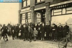8-Opening_van_de_winkel_in_1920_(oprichters_zijn_Johanus_en_Grietje_Klinkhamer_[1024x768]