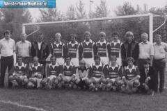 Eerste_elftal_met_de_shirtsponsoring_(1982)_[1024x768]